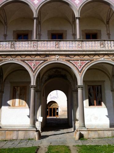 Real windows vs frescoed ones in the loggia