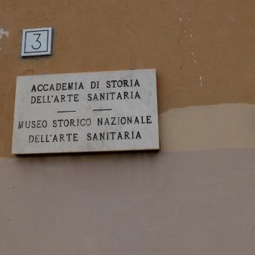 The Museo Storico Nazional dell'Arte Sanitaria's sign