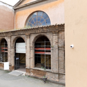 The Museo Storico Nazionale dell'Arte Sanitaria is through this portico